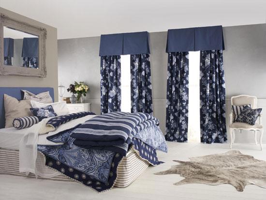 Портьеры в классическом интерьере спальни