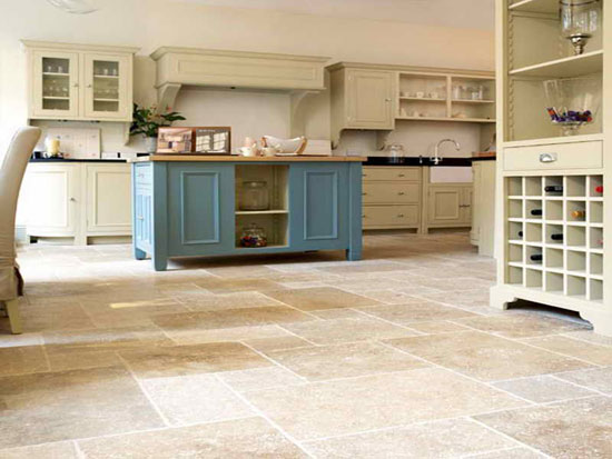 Виниловый пол в интерьере кухни фото
