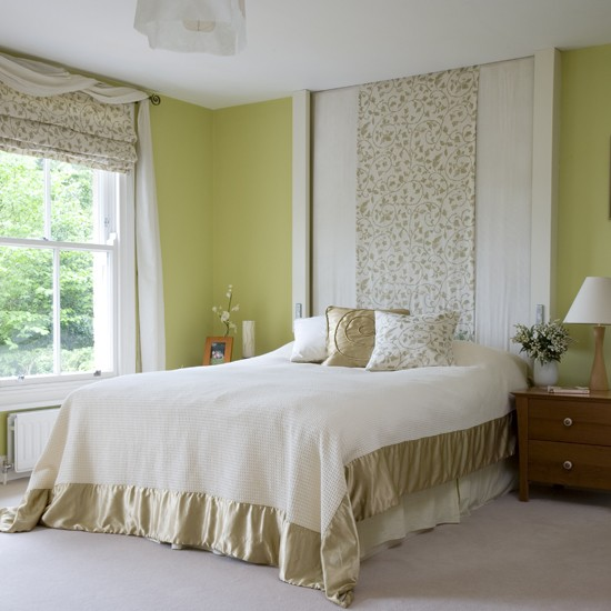 Оформление стен в спальне в фисташковом цвете