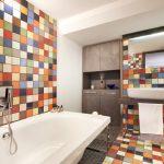 Фото 33: Цветная плитка в интерьере ванной