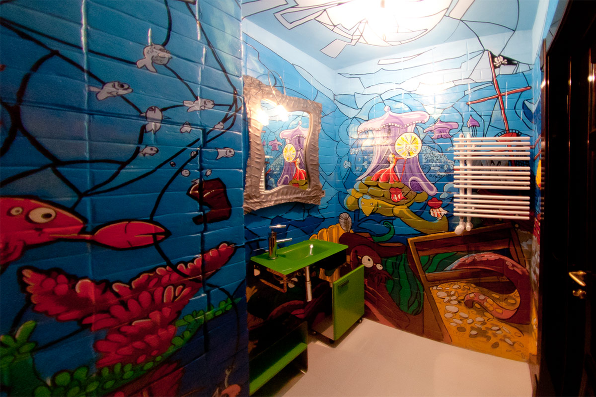 Граффити в ванной комнате