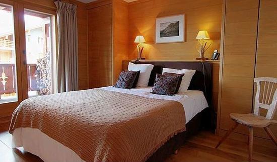 Супружеская спальня в пастельных тонах