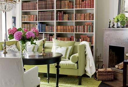 Мебель фисташкового цвета в интерьере гостиной