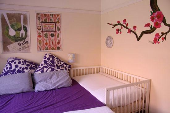 Расположение кроватки вплотную к кровати