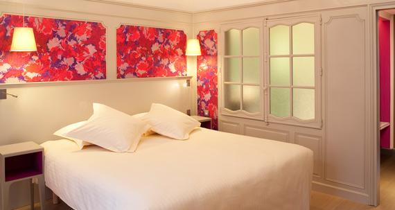 Шкаф-купе в спальне не рекомендуется делать с зеркальными поверхностями