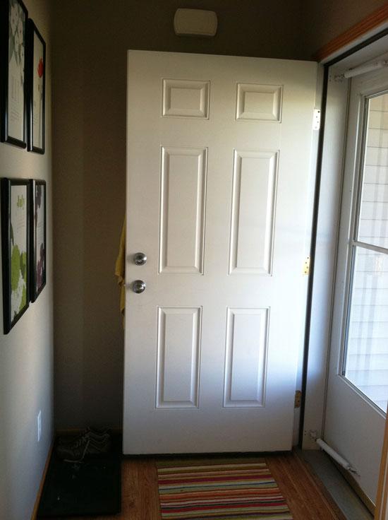 Белые входные двери