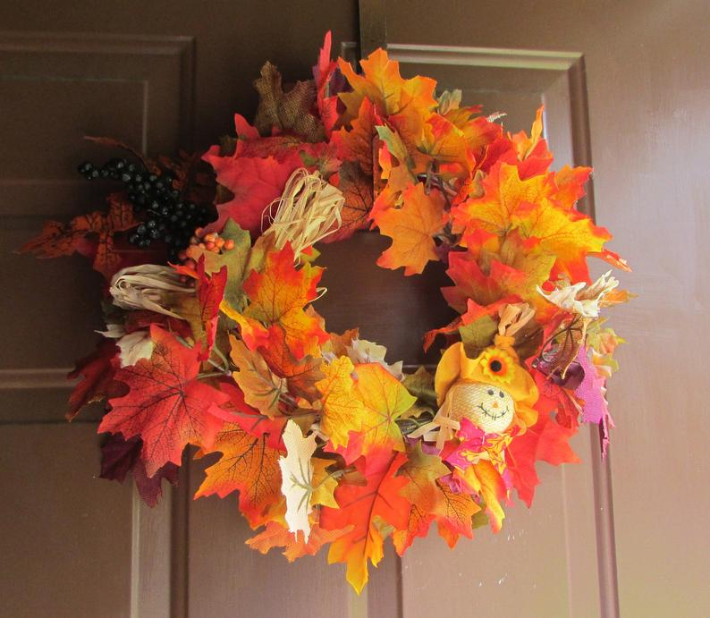 Осенний венок из листьев