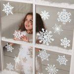 Фото 31: Украшение окна снежинками