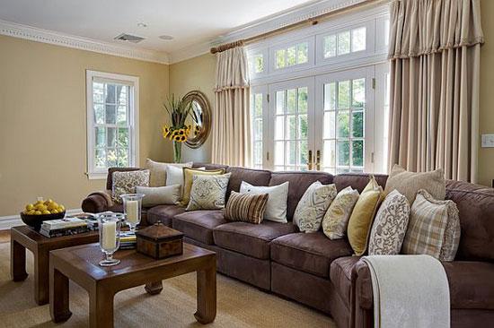 Золотисто-желтый оттенок для стен гостиной