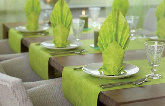 Как украсить свадебный стол салфетками