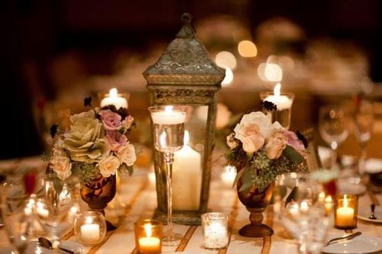 Декор свадебного стола: свечи и цветы