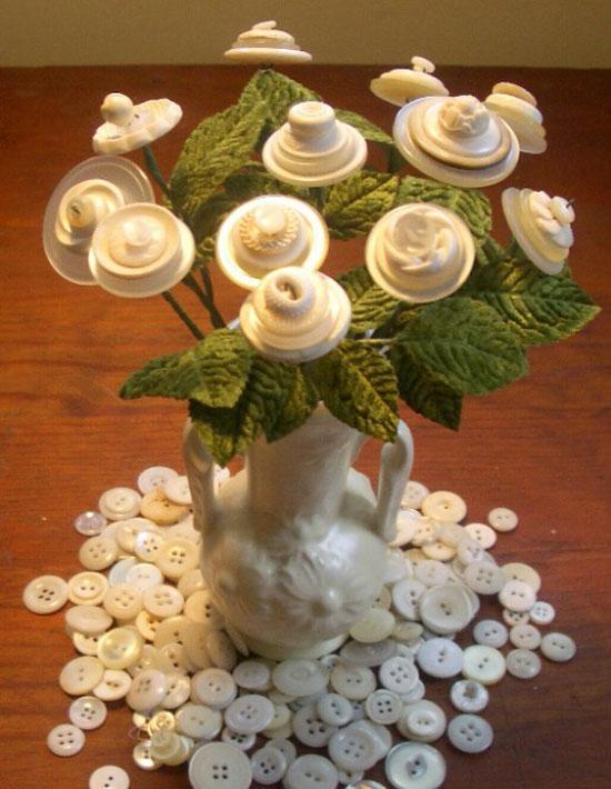 Декоративные цветы из пуговиц