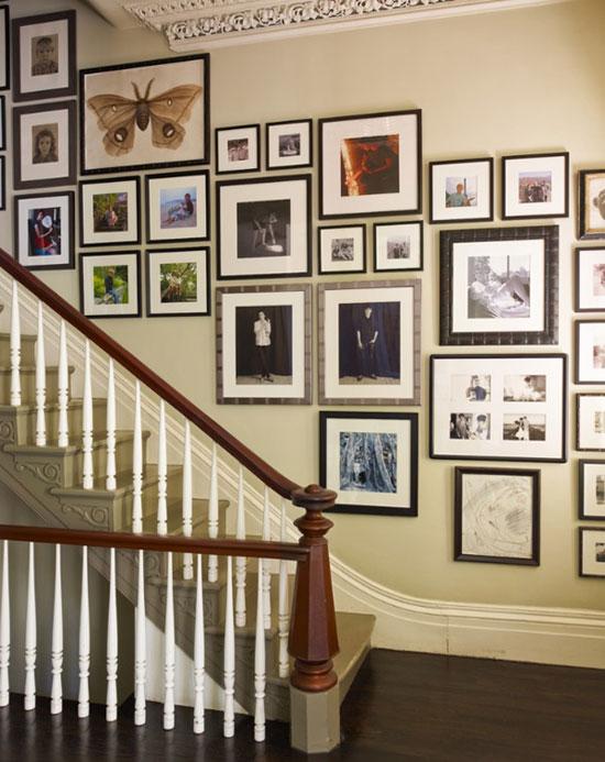 Оформление пустой стены коллекцией картин