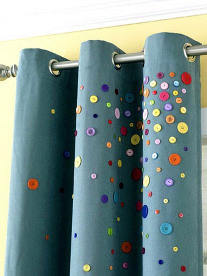 Декорируем шторы пуговицами