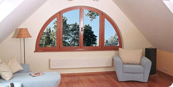 Многостворчатое арочное окно в интерьере