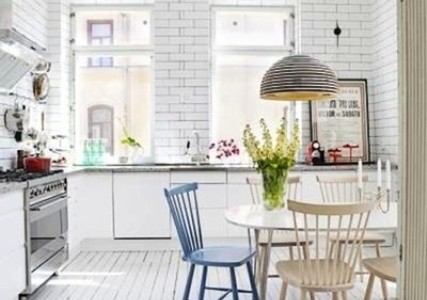 Amazing-33-Neutral-Kitchen-Designs-With-white-brick-wall-and-wooden-kitchen-table-sink-oven-stove-cabinet-chandelier-and-round-wooden-dining-table-chair-and-wooden-floor-427x300