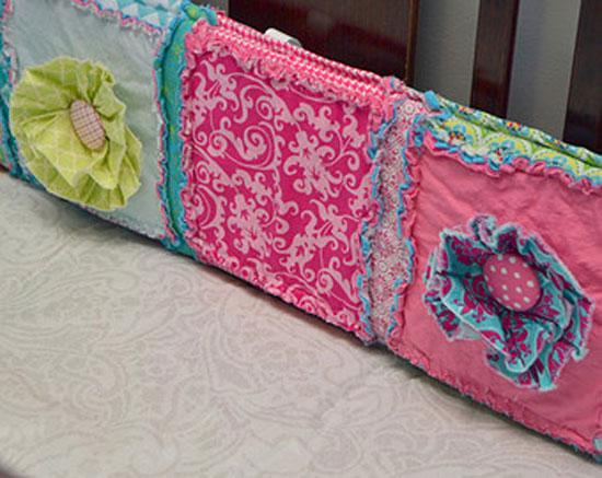 Мягкие бортики кроватки с развивающими функциями