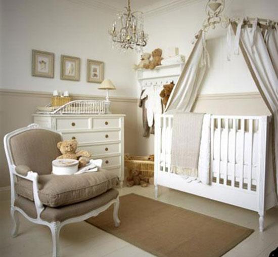 Хрустальная люстра в интерьере детской комнаты