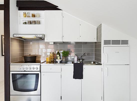 Рабочая зона кухни в шведской квартире