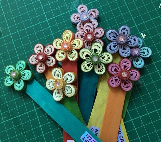 Закладка с цветком в технике квиллинг