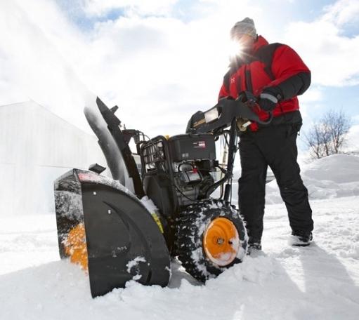 Выбор снегоуборочной техники. Самоходный снегоуборщик и зимний пейзаж