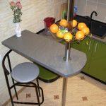 Фото 50: Обеденный стол - барная стойка для маленькой кухни