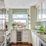 Фото 53: Узкая светлая кухня