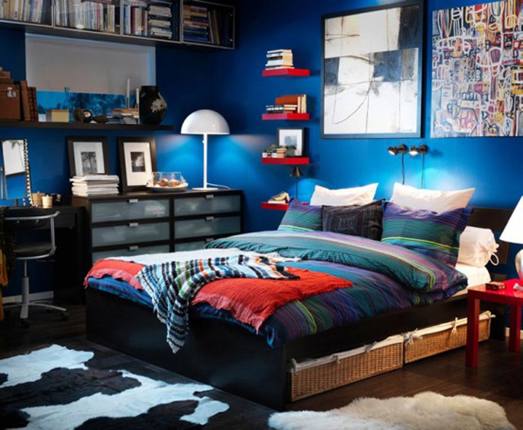 Синяя комната для молодого человека
