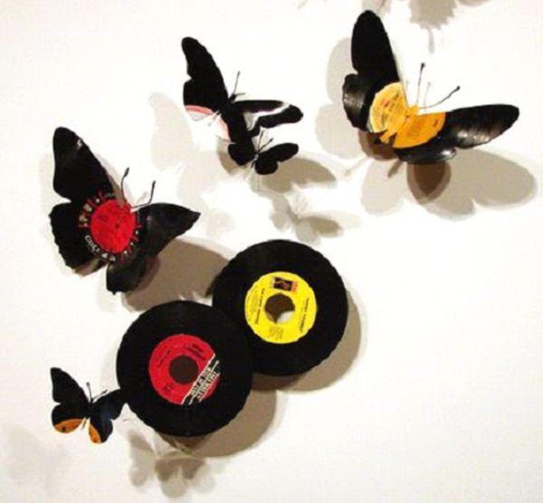 объёмные бабочки на стене