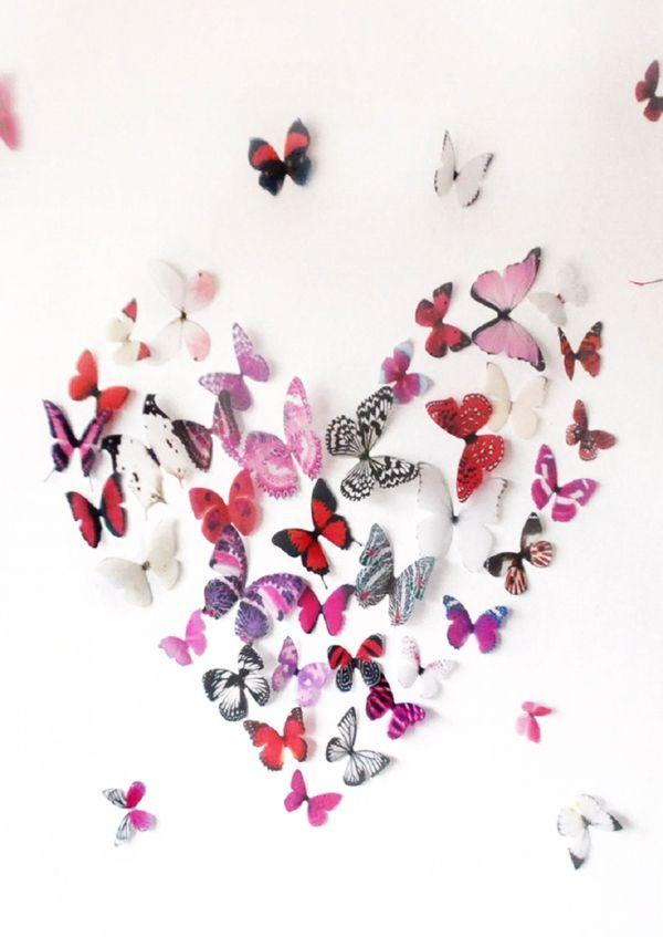 разноцветные бабочки на стене