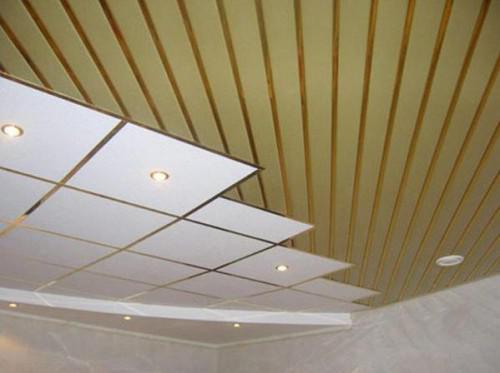 реечный потолок в точечной подсветкой