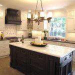 Фото 29: Дизайн кухонной вытяжки под классику