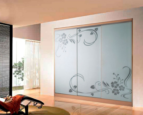 Декор раздвижных дверей для гардеробной: пескоструйный рисунок