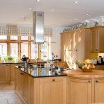 Фото 38: Островная кухонная вытяжка со стеклянными полями
