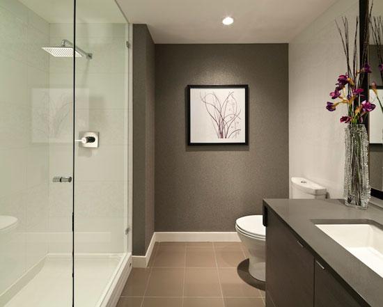 В маленьких ванных лучше использовать встроенные светильники