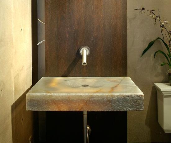 Раковина в маленькой ванной не должна занимать много места