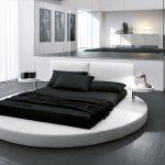 Фото 33: Круглая кровать в современном дизайне спальни-гостиной