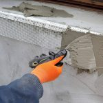 Фото 38: Нанесение штукатурки на откосы поверх сетки