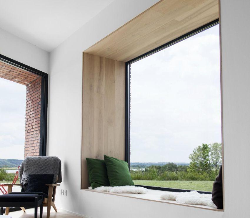 Обшивка откосов деревянными панелями