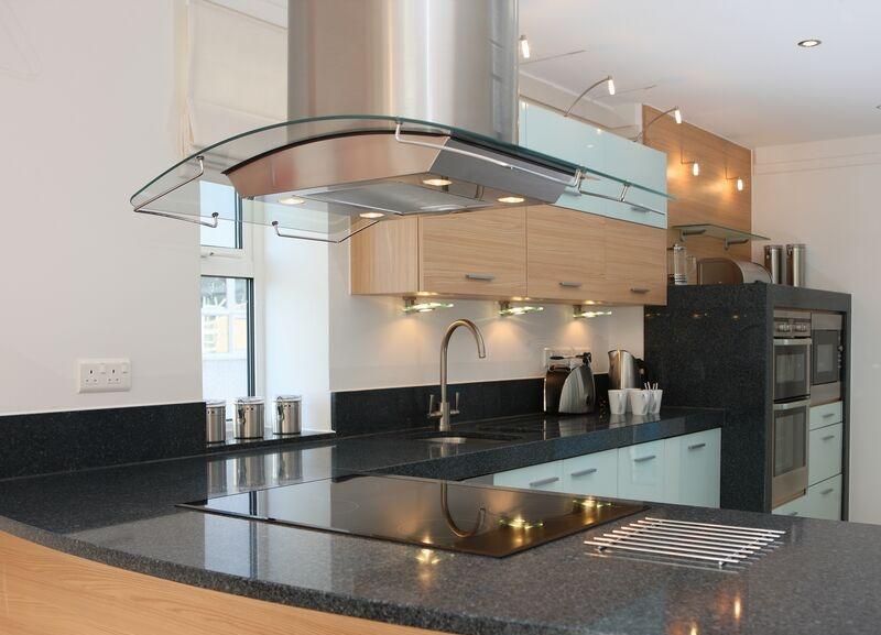 Кухонная вытяжка с освещением