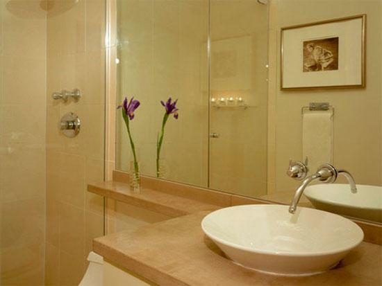Зеркала - необходимая деталь дизайна интерьера ванной комнаты маленького размера