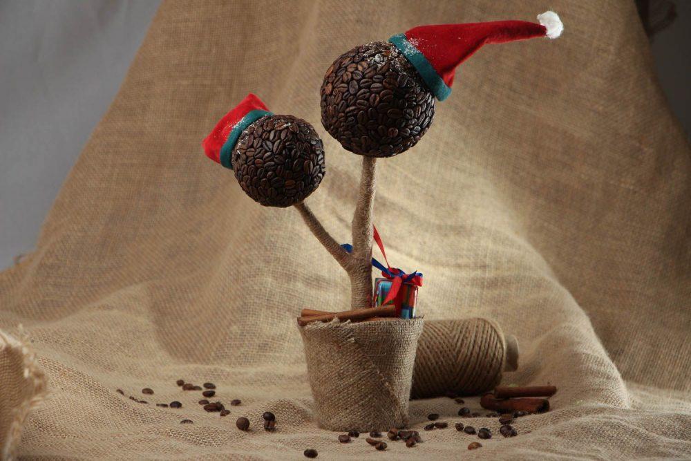 Украшение кофейного топиария к Новому Году