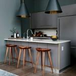Фото 27: Барная стойка для кухни с лампами