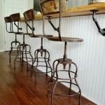 Фото 29: Барная стойка для кухни с необычными стульями