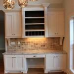 Фото 14: Светлая встроенная кухня