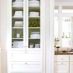 Фото 17: Белая встроенная кухня