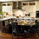 Фото 19: Круглый стол на встроенной кухне