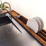 Фото 9: Раковина на встроенной кухне