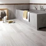 Фото 17: Светло-серый кафель для ванной комнаты