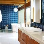 Фото 8: Сине-деревянный кафель для ванной комнаты